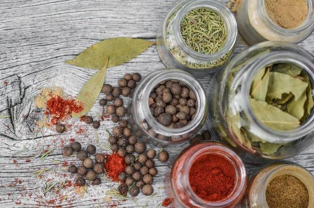 スパイスラックでキッチンの作業効率アップ!DIYとおすすめ商品