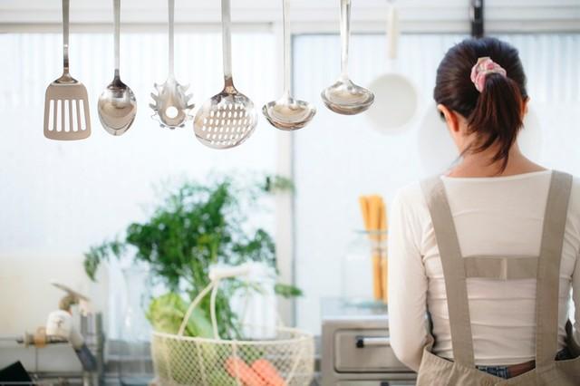 キッチンを美しくする収納術。パッと欲しい物が手に取れる!【家事百科 #10】