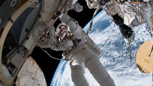 ISSonLive:宇宙ステーショントラッカーとリアルタイムの地球ビュー