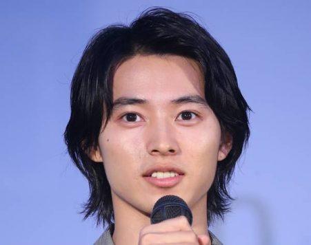 """山崎賢人&高畑充希""""壁ドン""""練習動画がSNSで公開、ファンは絶賛"""