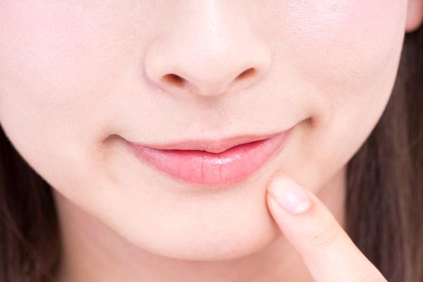 唇 白い ブツブツ